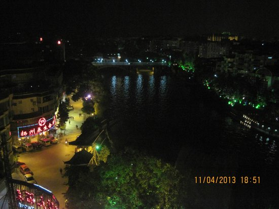 Osmanthus Hotel: Night view of river Li from our room.