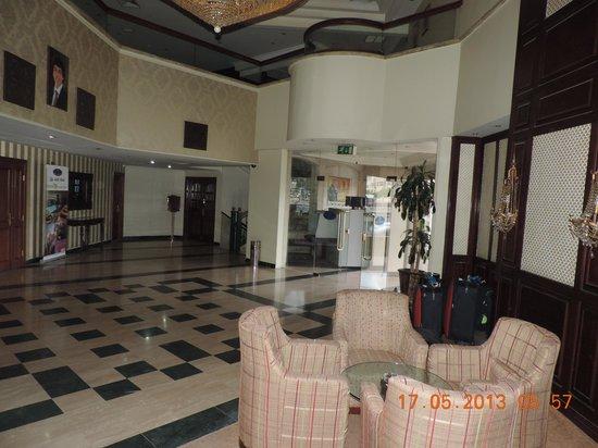Dana Plaza Hotel: Lobby