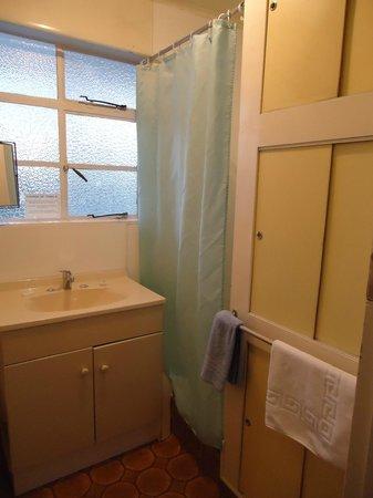 Bings Motel: Bathroom