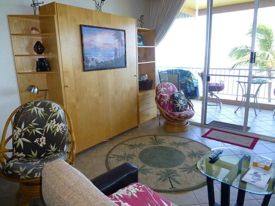 Menehune Shores: View of Front Room
