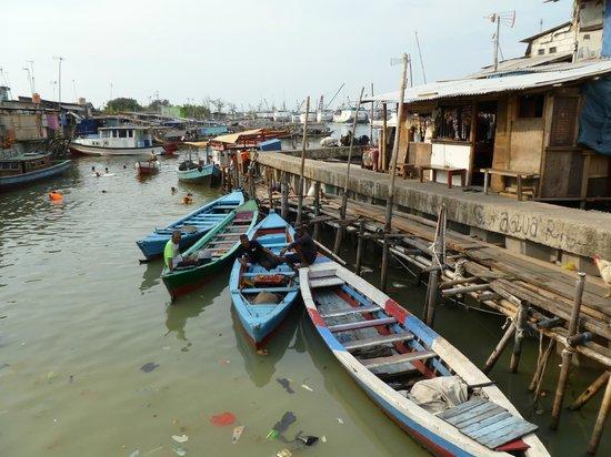 Jakarta Hidden Tours: Kampung, Luar Batang- Jakarta, Indonesia.