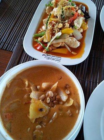 Budsaba: Massaman curry & chicken with cashew nuts