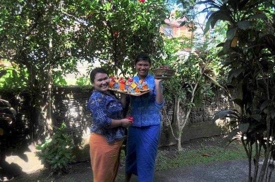 Kebun Indah: Pretty Wayan Warini & Julie