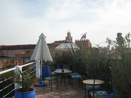 Riad Chouia Chouia: Une des terrasses