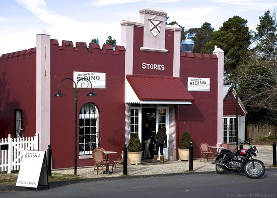 Brown's Siding: exciting cafe 7 store in beaautiful medlow bath