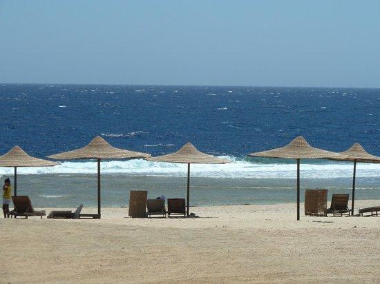 Coral Hills Resort Marsa Alam: Пляж отеля
