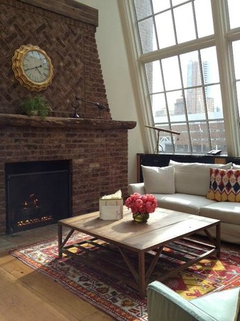 Greenwich Hotel: Fireplace and living room