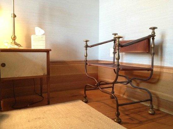 Greenwich Hotel: Master bedroom furnishings