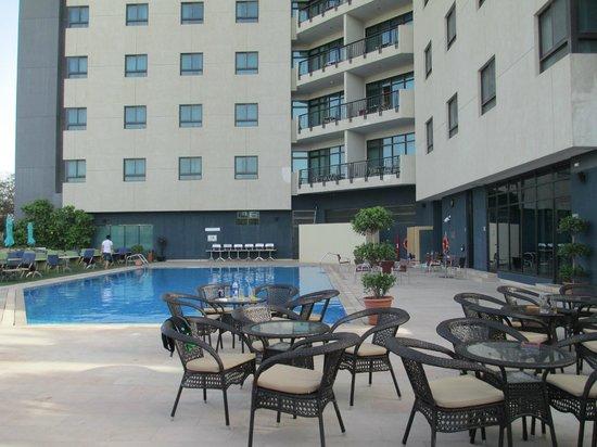 Arabian Park Hotel: Pool area
