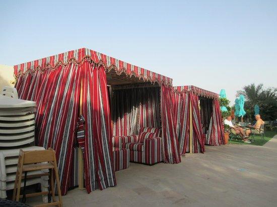 Arabian Park Hotel: Pool cabanas
