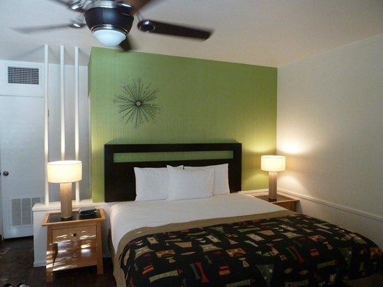 Desert Riviera Hotel: Notre chambre, partie nuit (il y a aussi un salon et une cuisine)