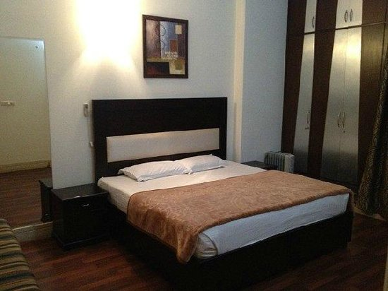 Divine Inn: room3