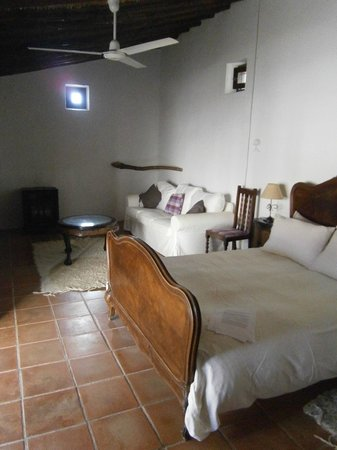 Cortijo del Sevillano: The apartment room.