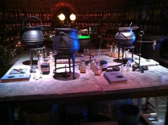 bureau des potions magiques picture of the harry potter london tour by discovery tours london. Black Bedroom Furniture Sets. Home Design Ideas