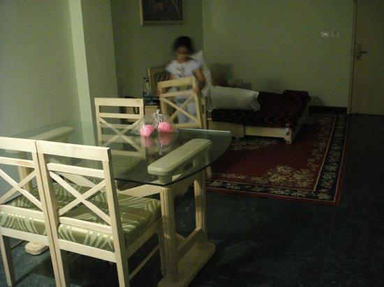 Treebo Komfort Suites: living room