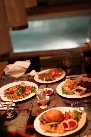 Kiss Bali: Dining