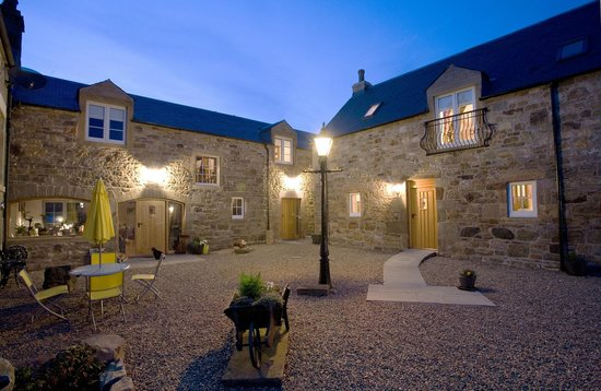 Muirhall Luxury Holiday Cottages: Muirhall Courtyard