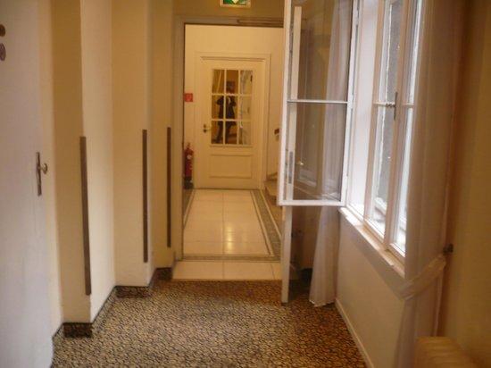 Hotel Carlton Opera: couloir