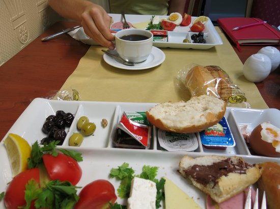Hotel Mithat: Breakfast