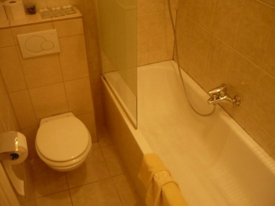 Hotel Carlton Opera: salle de bain