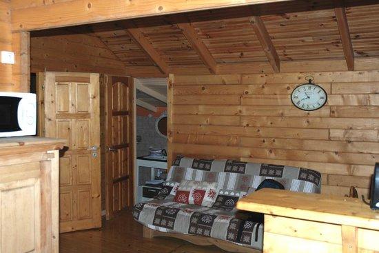 Camping U Prunelli : salon - salle à manger
