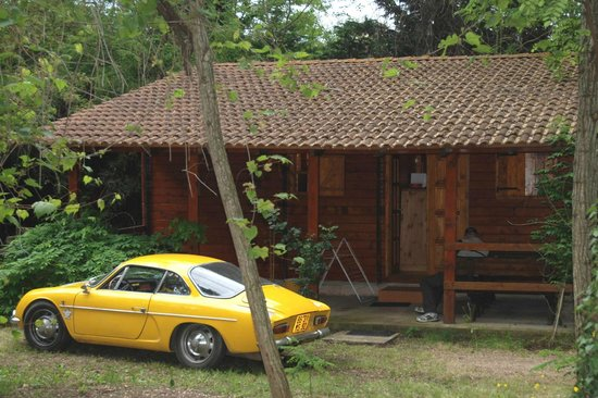 Camping U Prunelli : Le chalet, sa terrasse