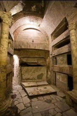 Catacombe di San Callisto : A typical tomb