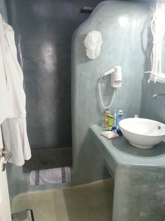 Oia Suites: The Bathroom