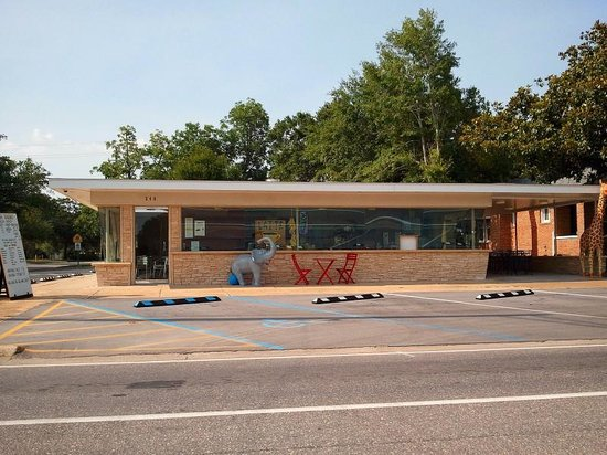 Anna Banana's: This used to be a Dairy Queen.  Now she's a Custard Queen!