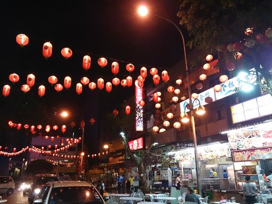 Apple Hotel : the night scene outside the hotel