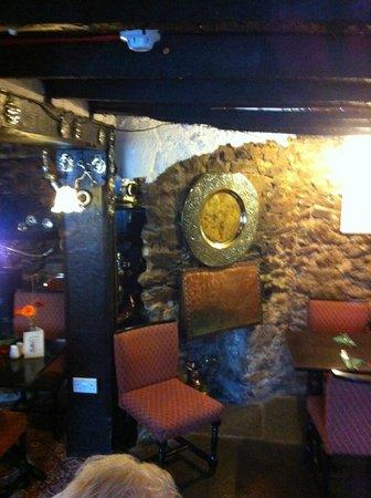Two Mile Oak Inn: cosy corner in restaurant
