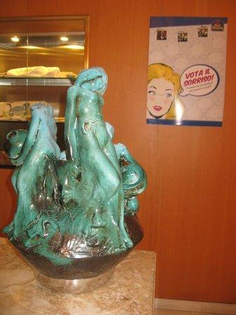 Hotel Palazzo Ognissanti: Bella accoglienza,e deliziose sculture in hotel (moderno)