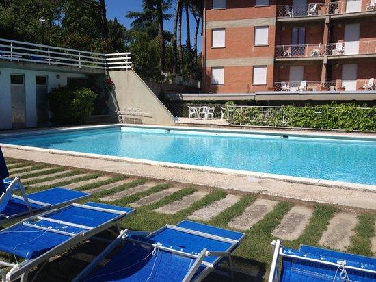 Hotel Raffaello: La piscina