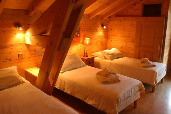Simply Morzine - Chalet Carving : Bedrooms & bathrooms
