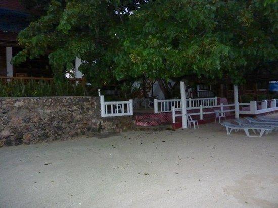 Cabana Beach Club Resort: view of hotel from beach