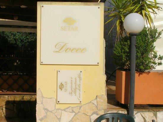 Setar Palace: Plaque posée à l'envers la seconde en bas