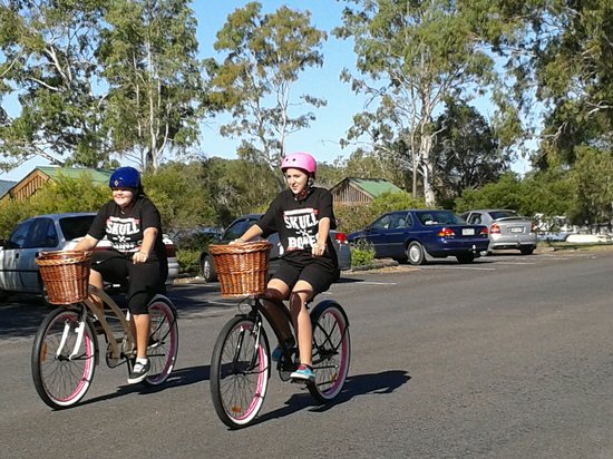 Tin Can Bay, Australia: our staff demonstrating how easy these bikes are to ride