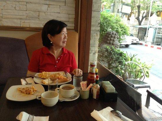 Bossotel Bangkok : Breakfast at Bossotel Hotel