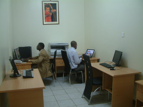 Hotel Central Park Nairobi: business centre.