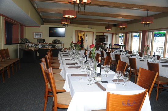 The Bayfield Inn: Dining Room overlooking the Lake
