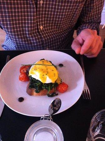 ROSA ET Al Townhouse : eggs florentine