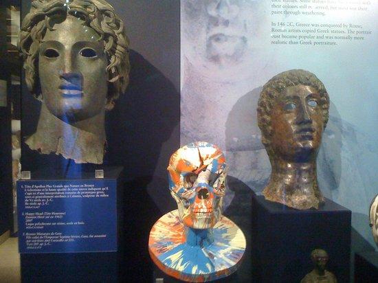 Musee d'Art Classique de Mougins : Ensemble art de l'Antiquité (Sculptures) et art contemporain (Damien Hirst)