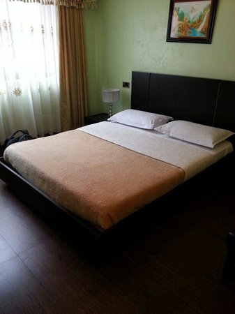 Progressive Park Hotel: Spacious Bed