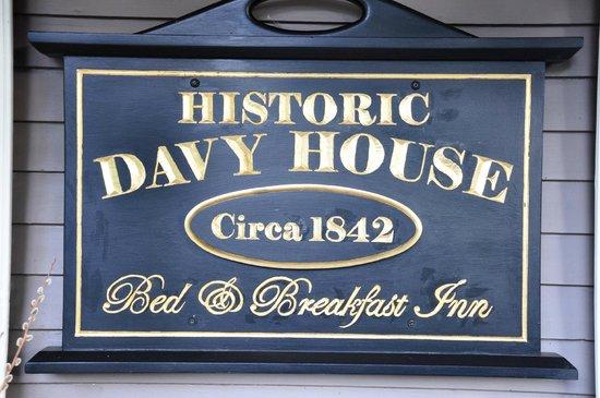Historic Davy House B&B Inn: Das Eingangsschild des historischen Gebäudes