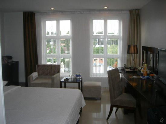 Sanouva Saigon Hotel: Room - Light and Bright
