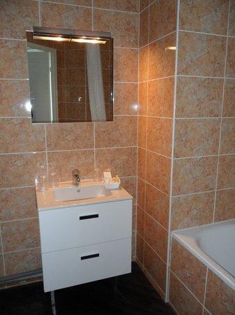 Hôtel balladins Dijon / Marsannay : Salle de bain