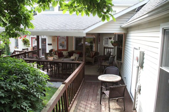 Clay Corner Inn: Back Deck