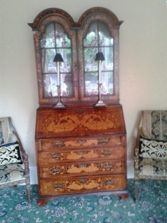 The White House: Inlaid Dresser