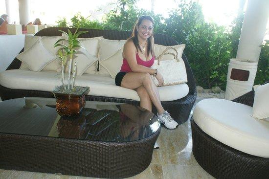 The Reserve at Paradisus Palma Real: el area saliendo del comedor hacia las piscinas