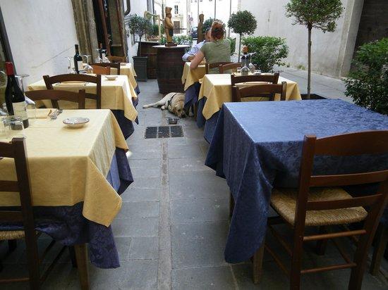 Al Bacco Felice: il tavoli all'aperto